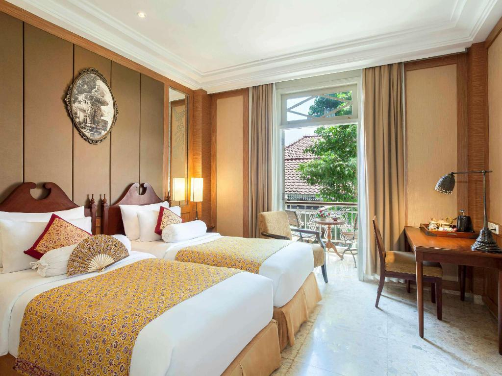 Superior Heritage 1 Queen Size Bed - Guestroom The Phoenix Hotel Yogyakarta