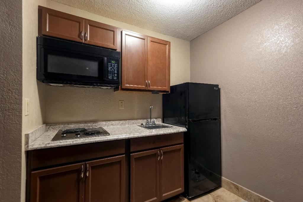 Superior King with Kitchenette Non-Smoking - Amenity (Guest room)