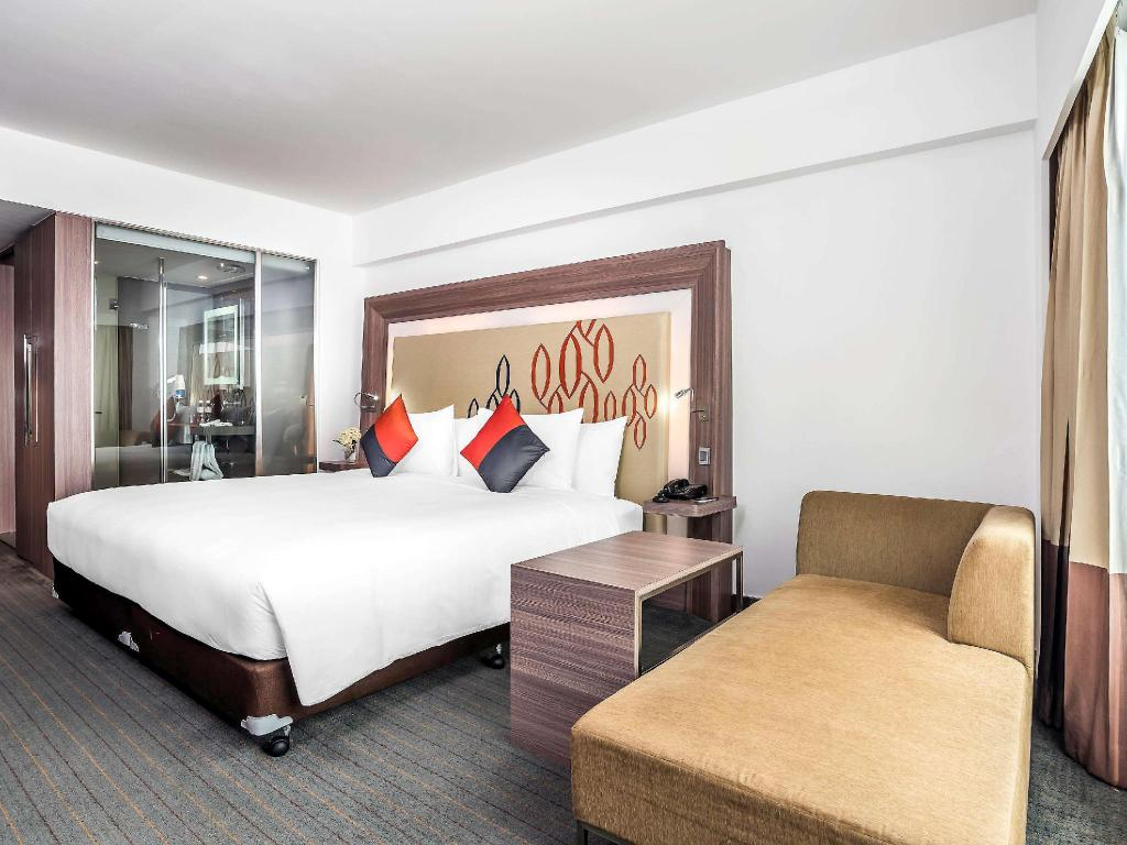 Superior King Room - Guestroom Novotel Bangkok Silom Road