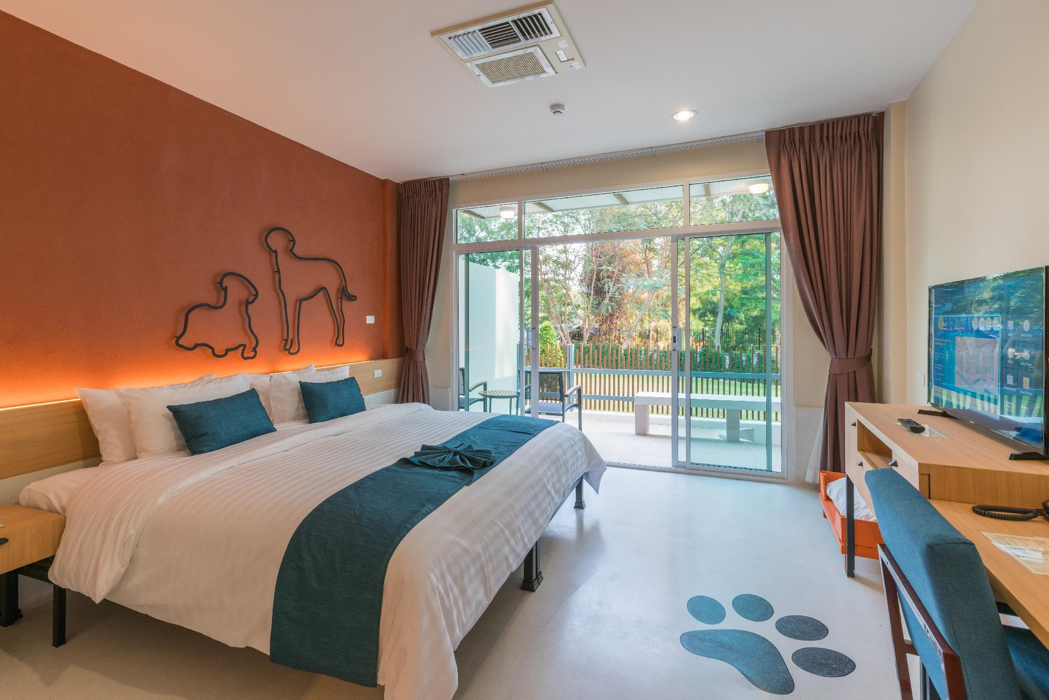 Deluxe Room - Pet-Friendly