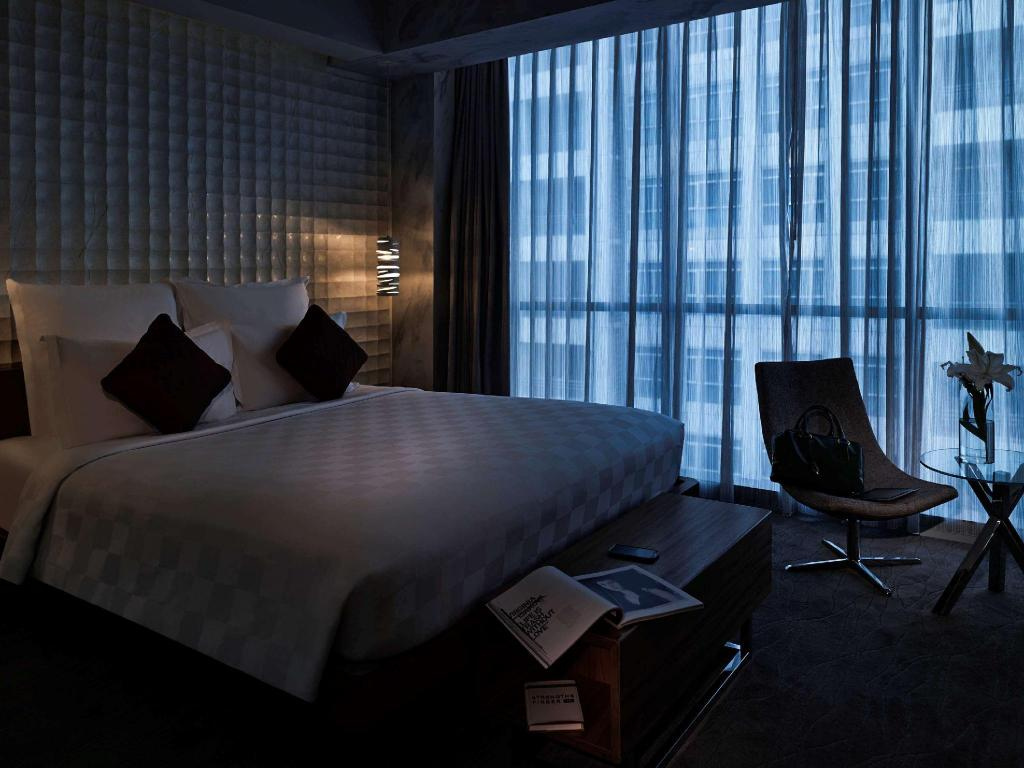 Deluxe Room, 1 Queen Size Bed - Guestroom Pullman Jakarta Central Park Hotel