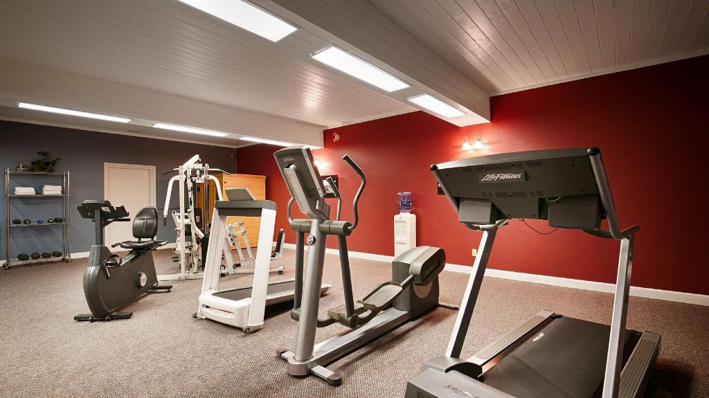 Fitness center SureStay Plus Hotel by Best Western Kincardine