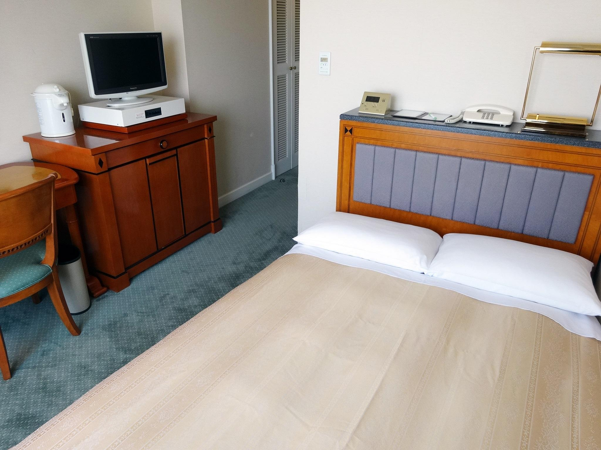Low Floor Small Single Room - Smoking, Check-In After 9:00 PM, Check-Out Before 11:00 AM