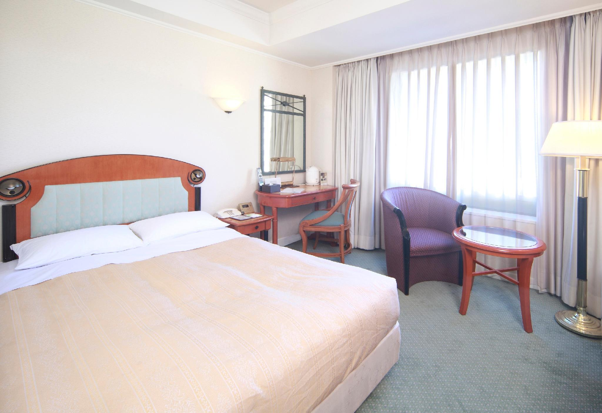 Low Floor Room with Small Double Bed - Smoking, Check-In After 9:00 PM, Check-Out Before 11:00 AM