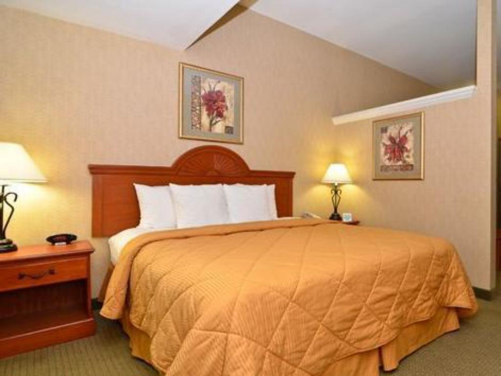 King Room - Non-Smoking Comfort Inn and Suites adj to Akwesasne Mohawk Casino