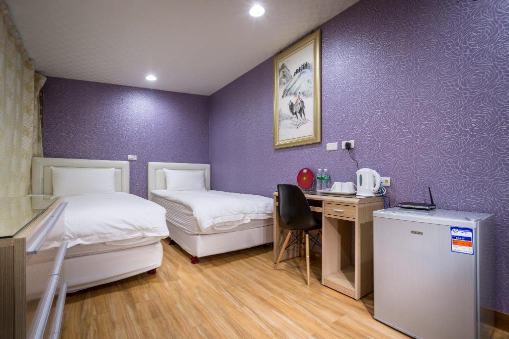 Standard Twin Room (with Shared Bathroom) 101 Stay