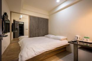 Superior Double Room (with shared bathroom)101stay