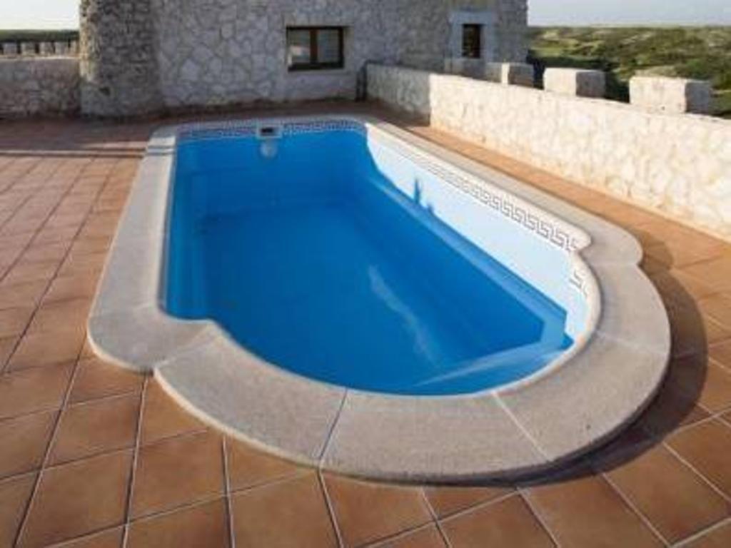 Residencia real del castillo de curiel in curiel de duero - Residencia de manila swimming pool ...