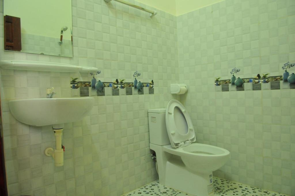 Female 8-Bed Dormitory - Bathroom Dragon Hostel