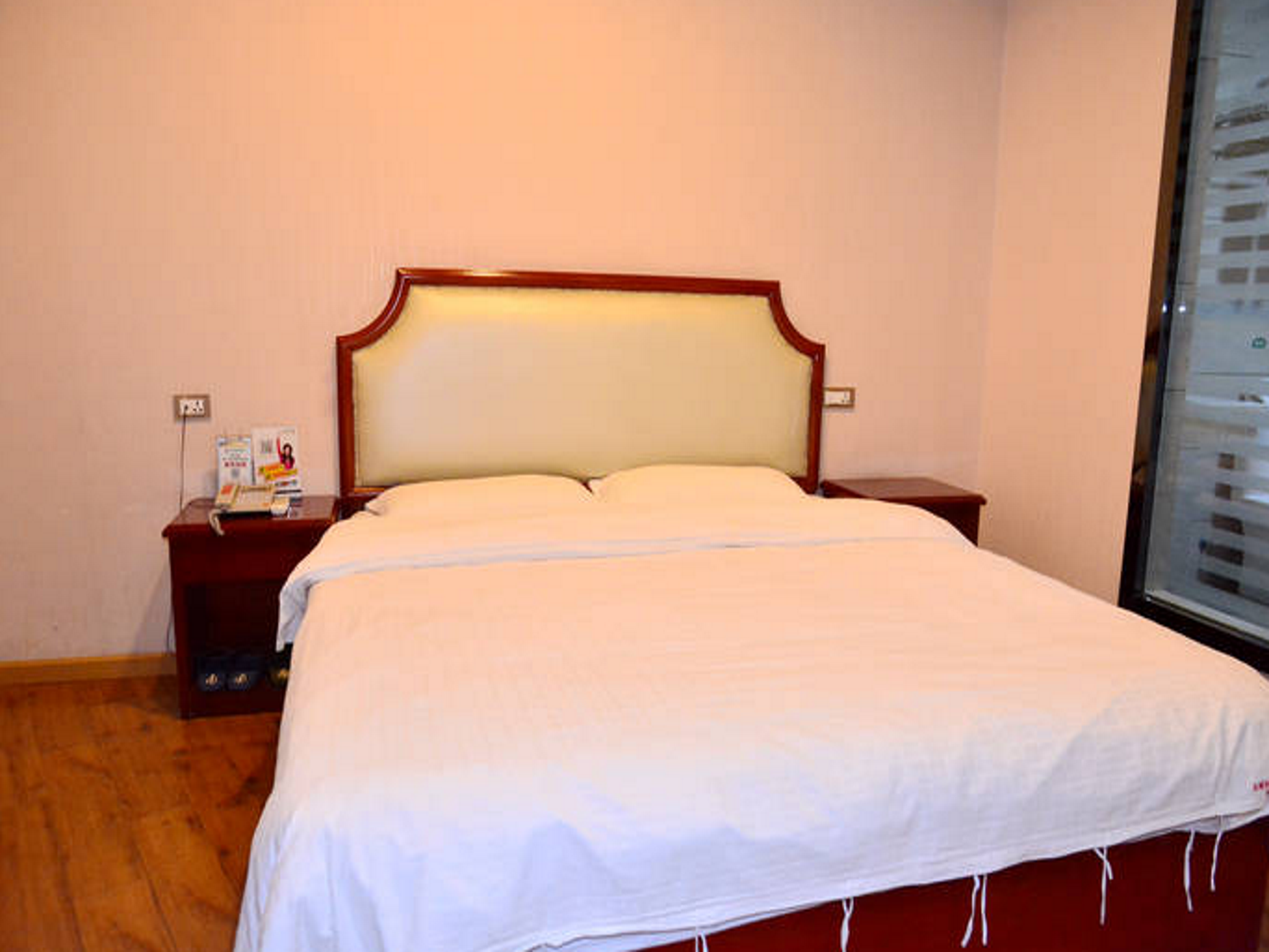 King Size Κρεβάτι (King Bed)