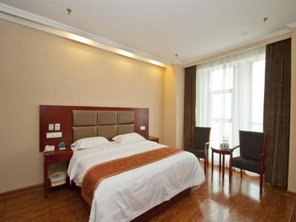 Kingsize bed - Gastenkamer GreenTree Inn LinYi Lanling County Government Business Hotel