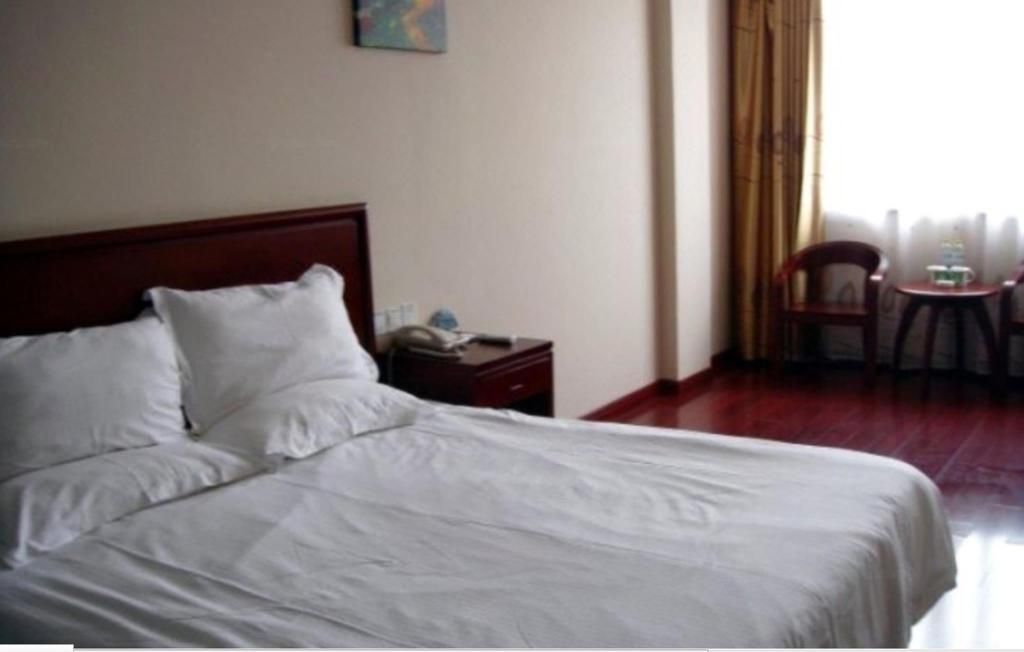 Standard - Bed GreenTree Inn Yangzhou Gaoyou China Clothing Town Express Hotel