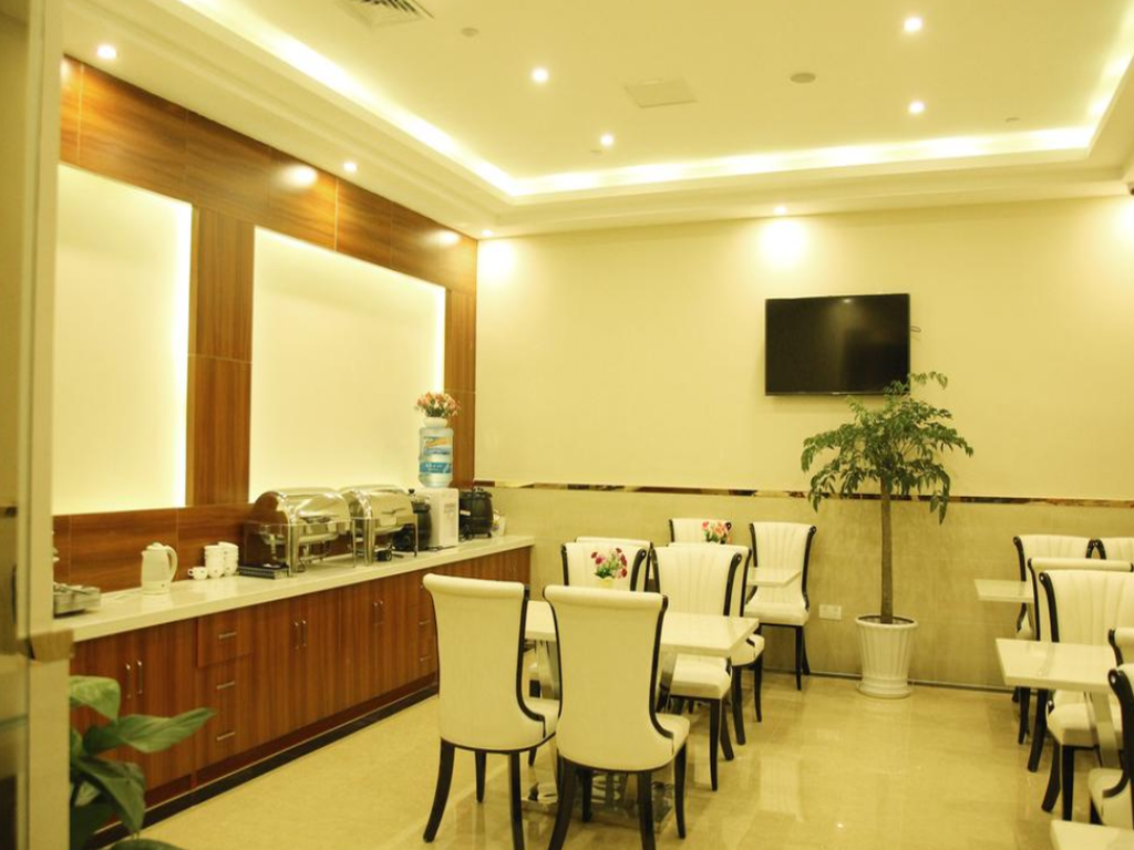 Restaurace GreenTree Inn HuBei XiaoGan DaWu County C (GreenTree Inn XiaoGan DaWu County ChangZheng (N) Road Business Hotel )