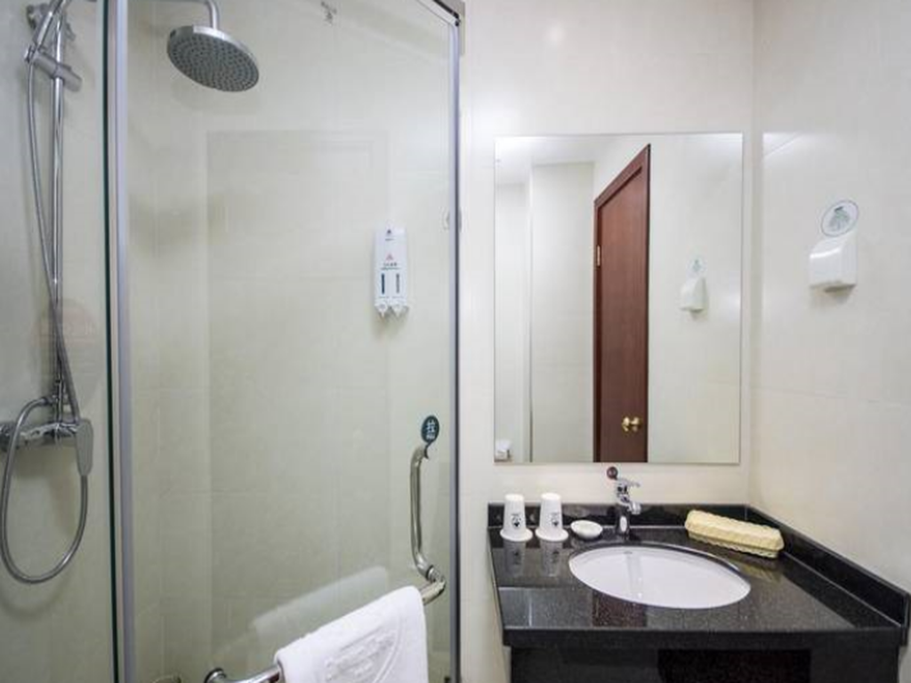 Bathroom GreenTree Inn Qinhuangdao Railway Station Square Express Hotel