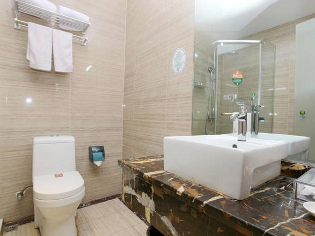 Bathroom GreenTree Alliance ChuZhou QuanJiao JiangHai New City Plaza Hotel