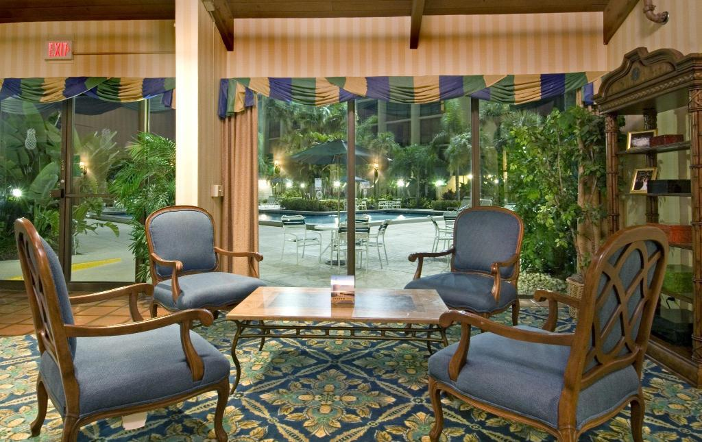 Előcsarnok Ramada by Wyndham West Palm Beach Airport