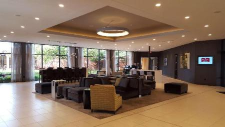Lobby Delta Hotels by Marriott Minneapolis Northeast