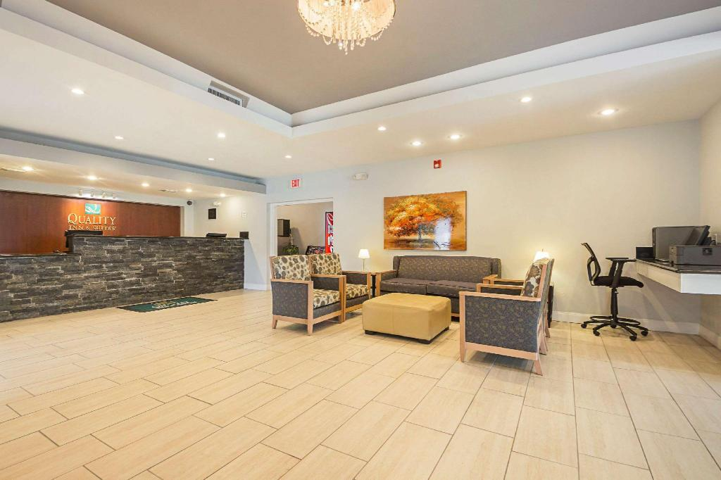 Előcsarnok Quality Inn & Suites North Richland Hills