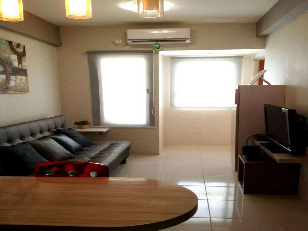 Interior view 2 Bedroom 2 at Puncak permai Apartment by Rudy