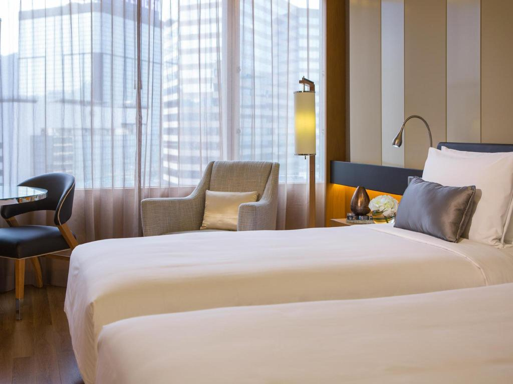Garden View Room, Guest room - Cama Renaissance Hong Kong Harbour View Hotel