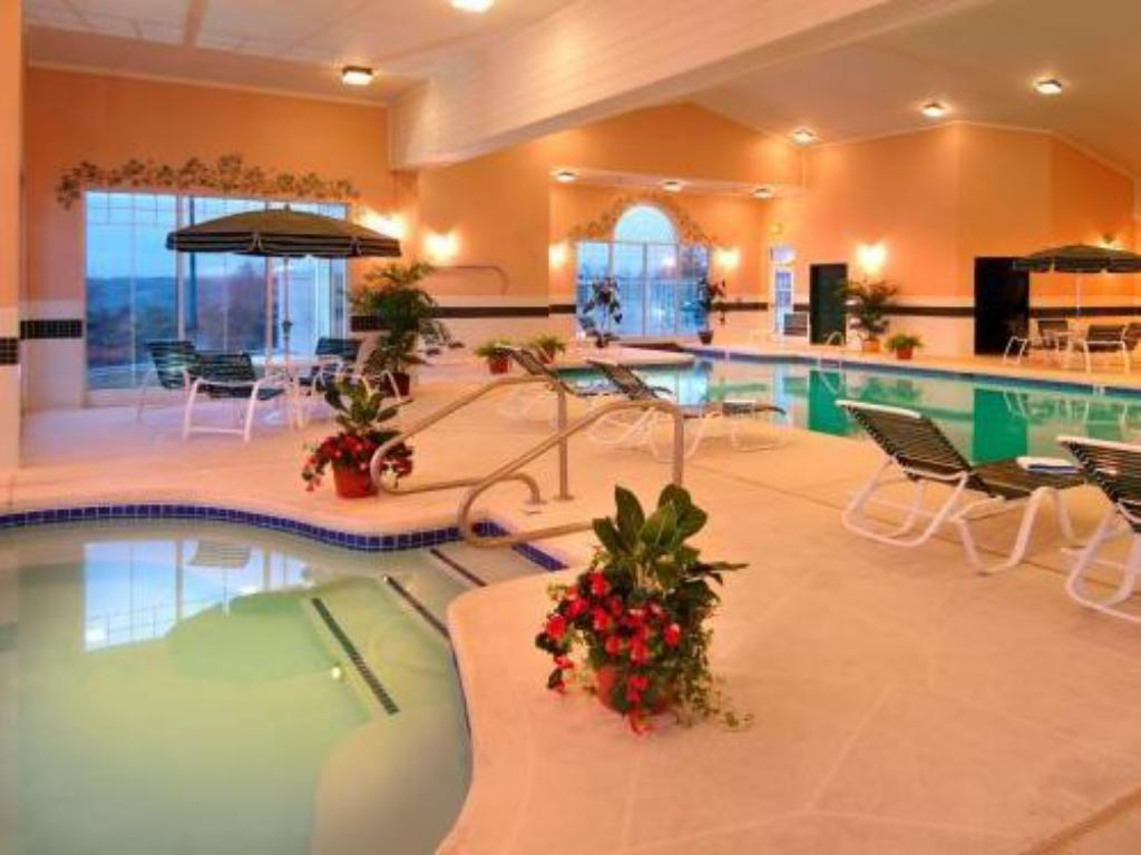 Swimming pool Country Inn & Suites by Carlson Beckley