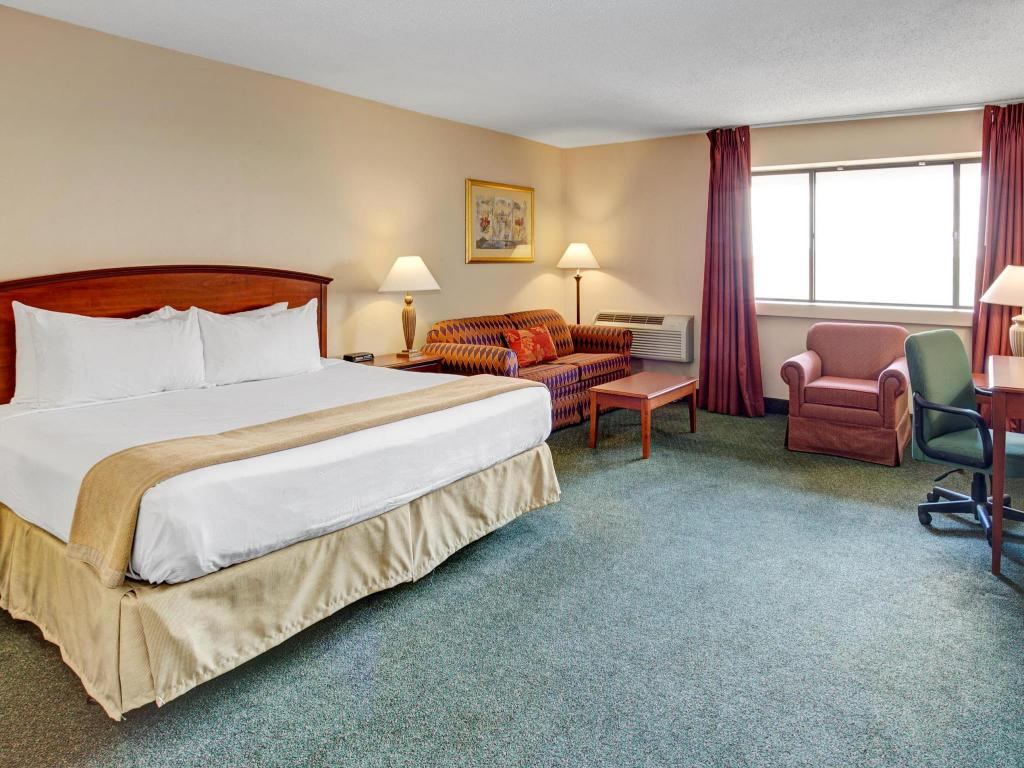 ramada by wyndham indianapolis airport in indianapolis in. Black Bedroom Furniture Sets. Home Design Ideas