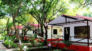 The Wilds Villa Gir - A Riverside Resort (Pet-friendly)