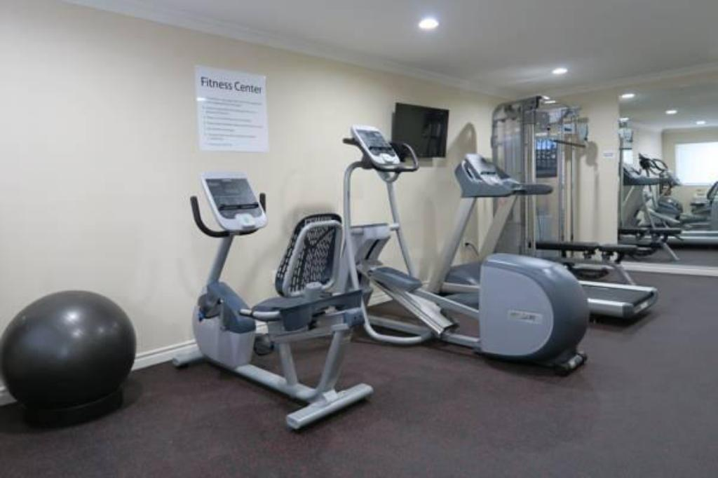 Fitness center Ramada by Wyndham Anaheim Maingate North