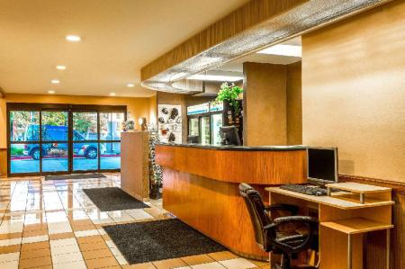 Lobby Ramada by Wyndham Salt Lake City