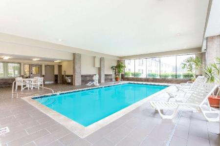 Swimming pool Ramada by Wyndham Salt Lake City