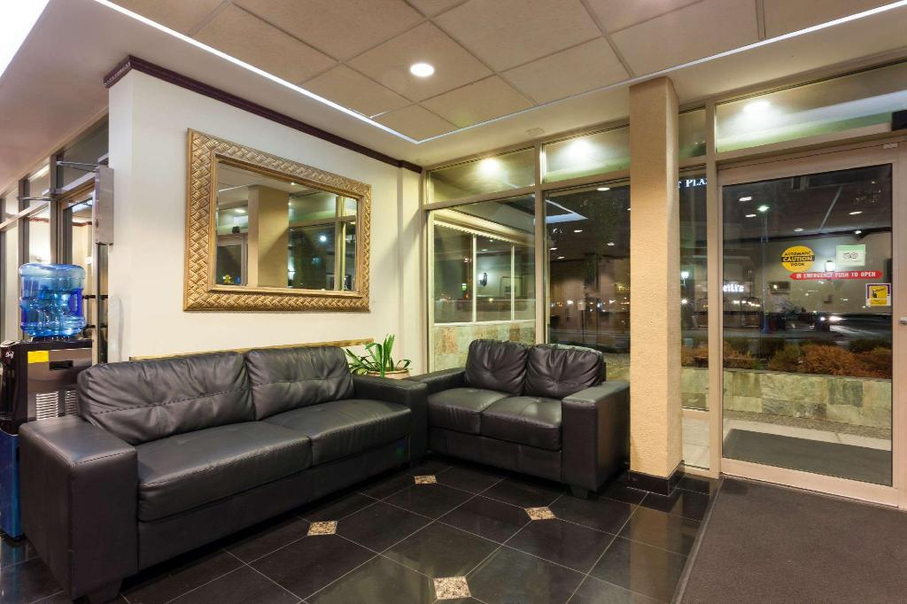 Lobby Ramada Limited Vancouver Airport