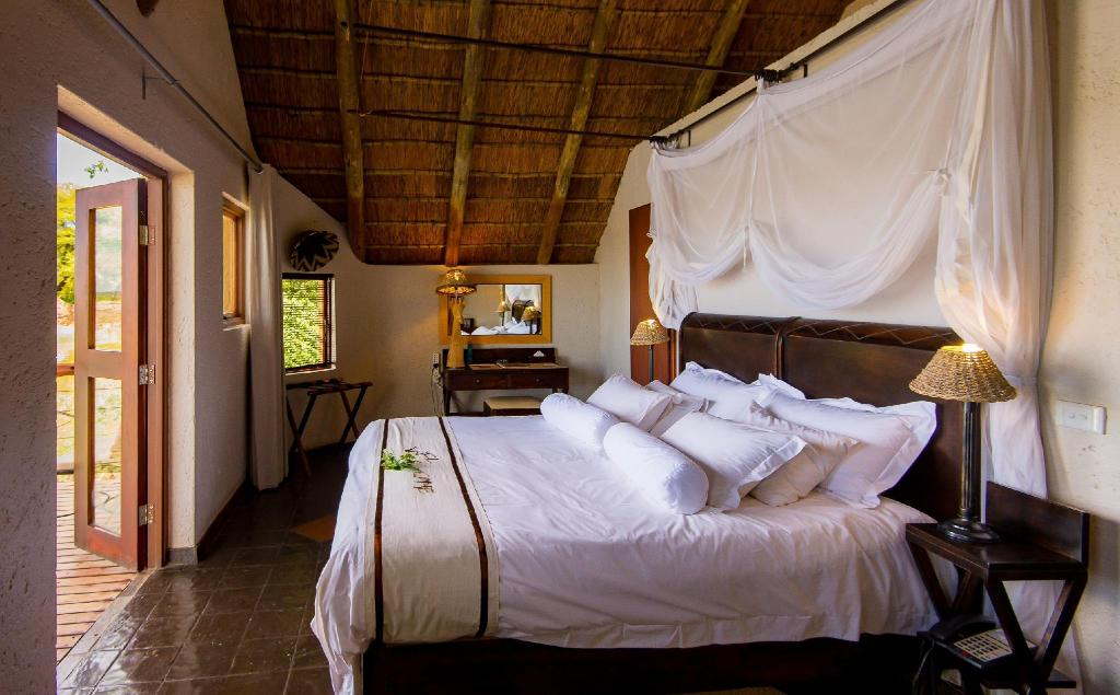 Standard Cottage - Bed Tau Game Lodge
