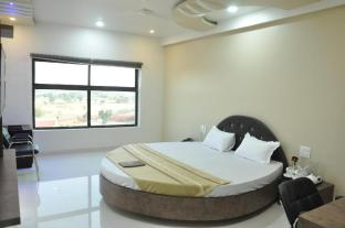 Hotel Shriji Resorts
