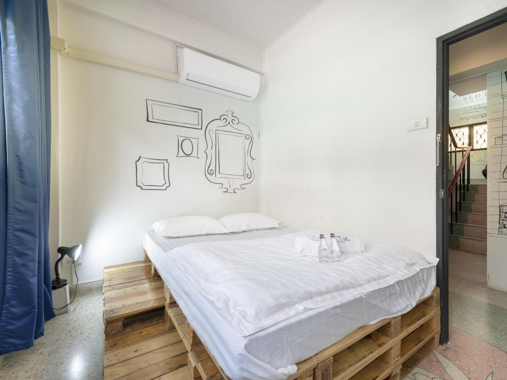 Private Double Room with Shared Bathroom Sloth Hostel