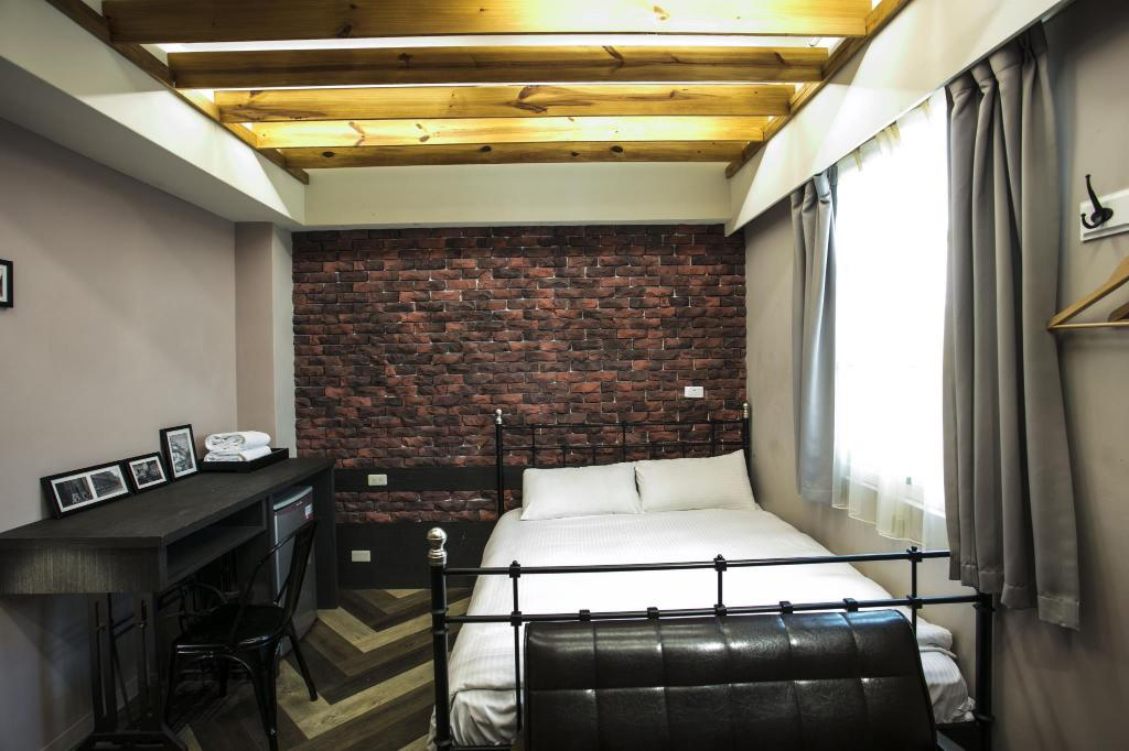 Taichung Fengjia footpace -World style double room