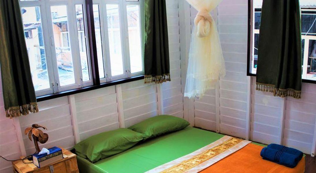 ダブル(ファン付き・共同バスルーム)   客室 タイ ガーデン ハウス (Thai