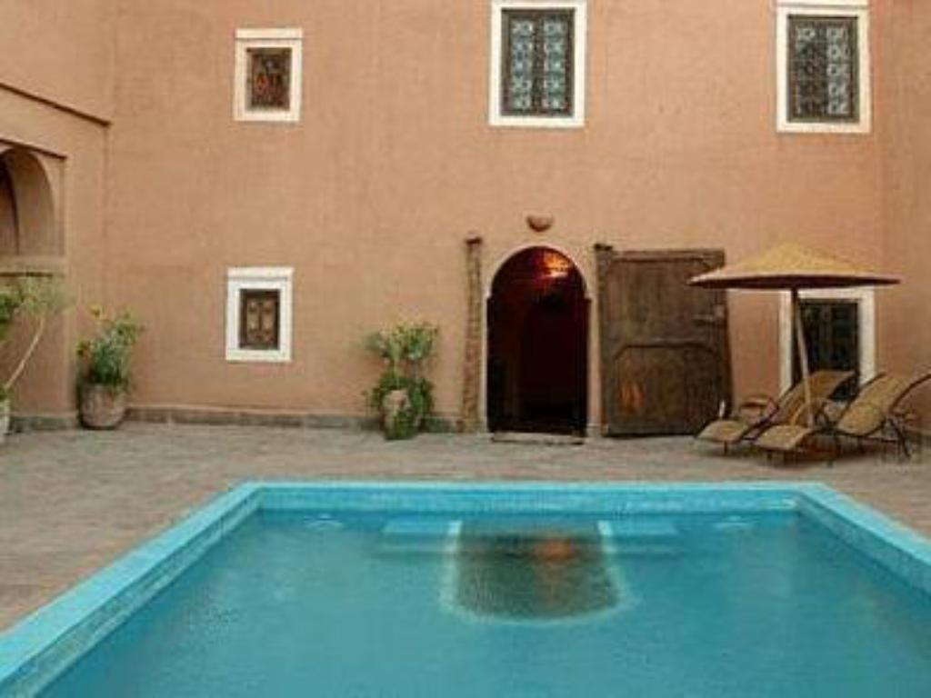 Swimming pool Kasbah Imdoukal