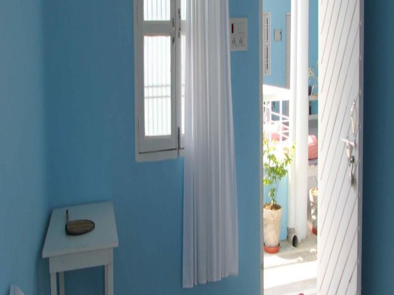 Quarto Duplo ou Twin com Casa de Banho Partilhada (Double or Twin Room with Bathroom)