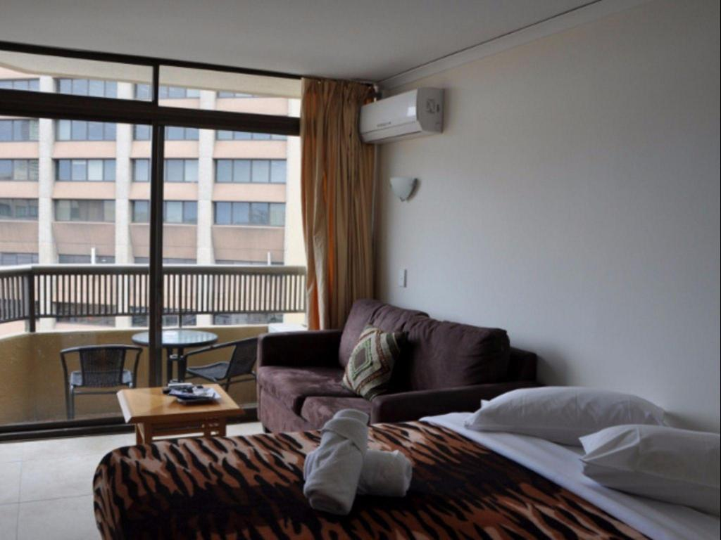 Sydney Centre 1 Bedroom Apartment with Balcony