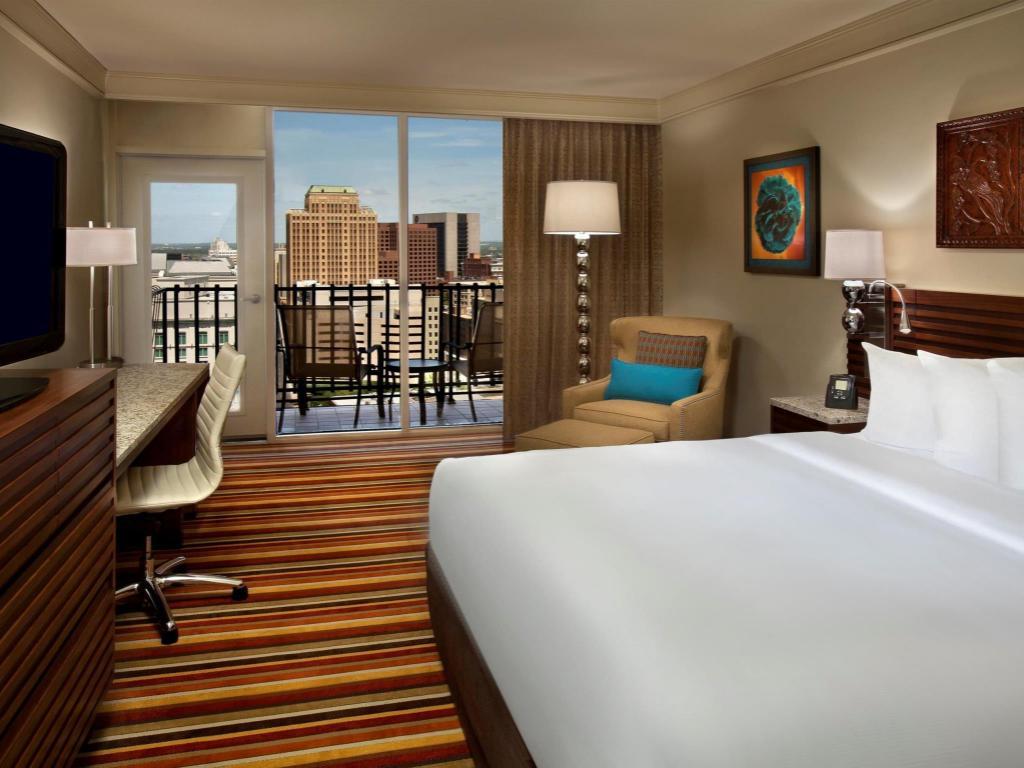 Best Price On Hilton Palacio Del Rio Hotel In San Antonio