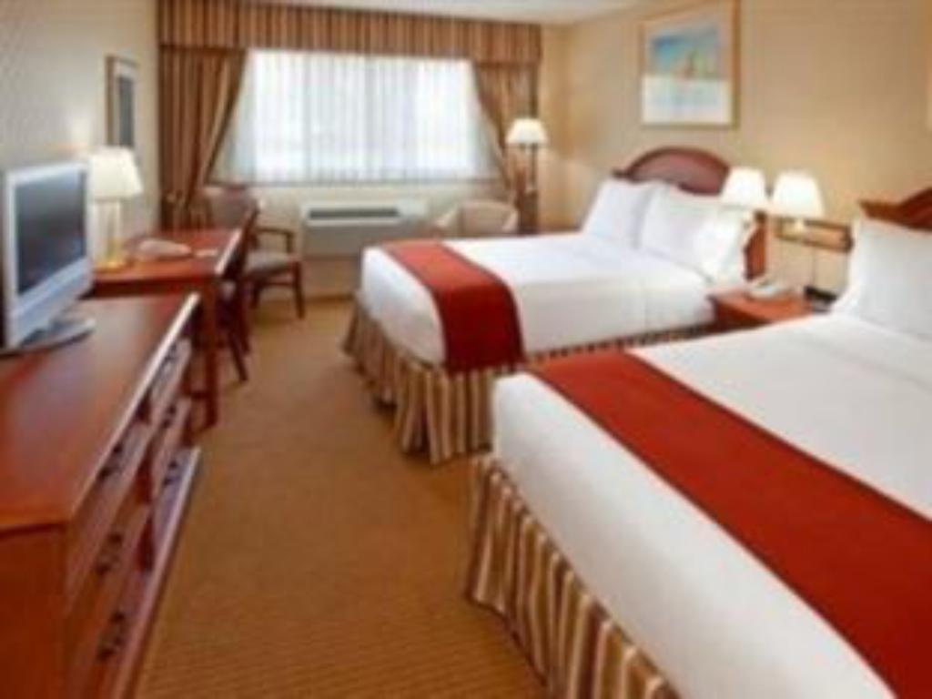 Best Price on Holiday Inn Express Lynbrook-Rockville Centre in New ...