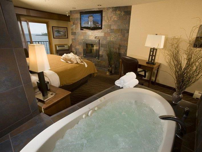Lake Front Whirlpool Suite-1 King Bed