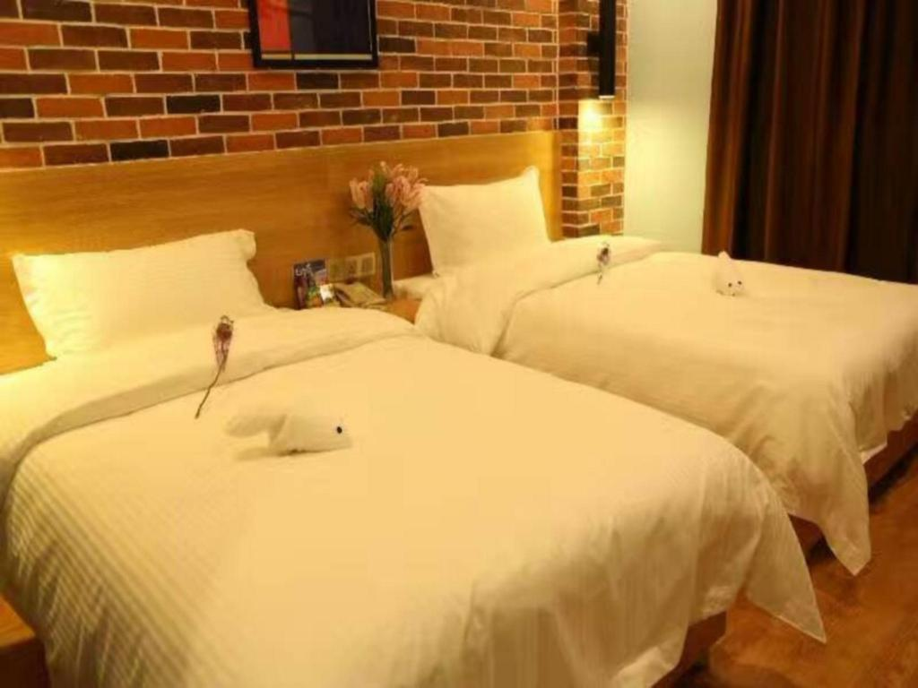 Superior Twin Bed Room - Bed Maker Hotel