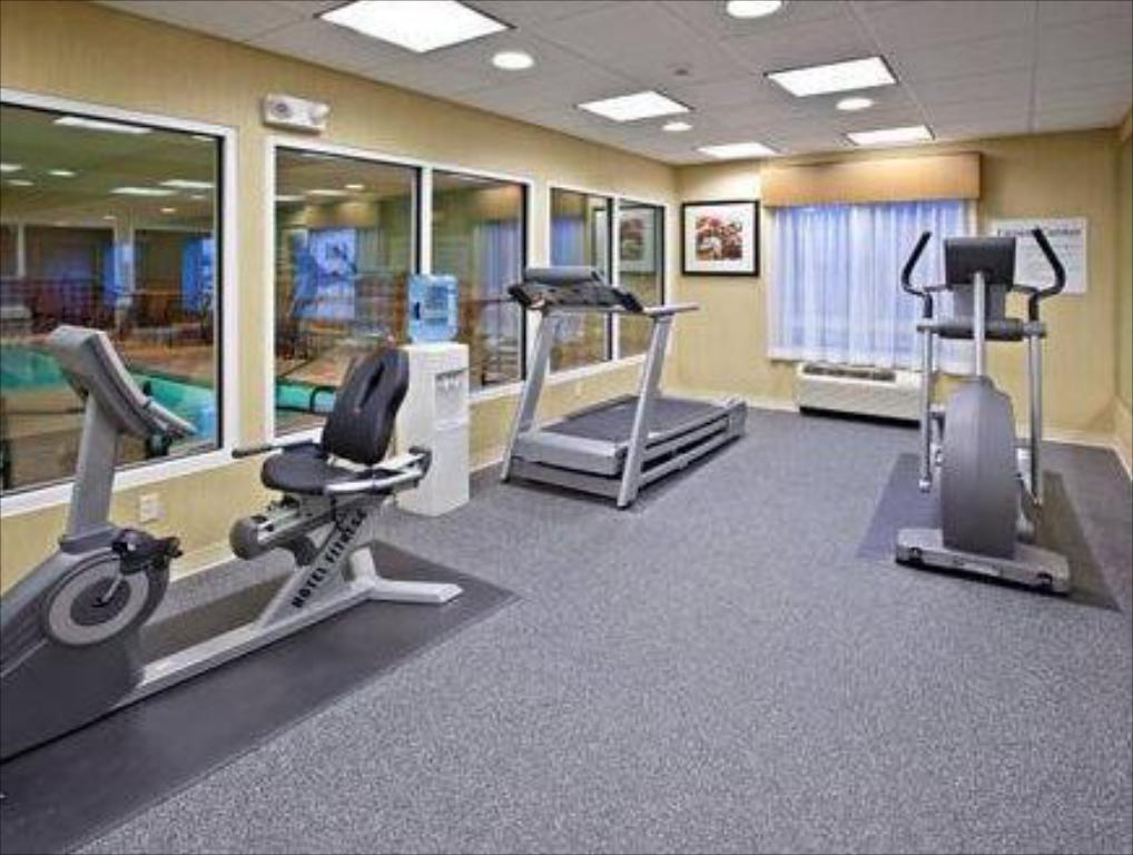 Fitness center Holiday Inn Express Hotel & Suites Richwood - Cincinnati South