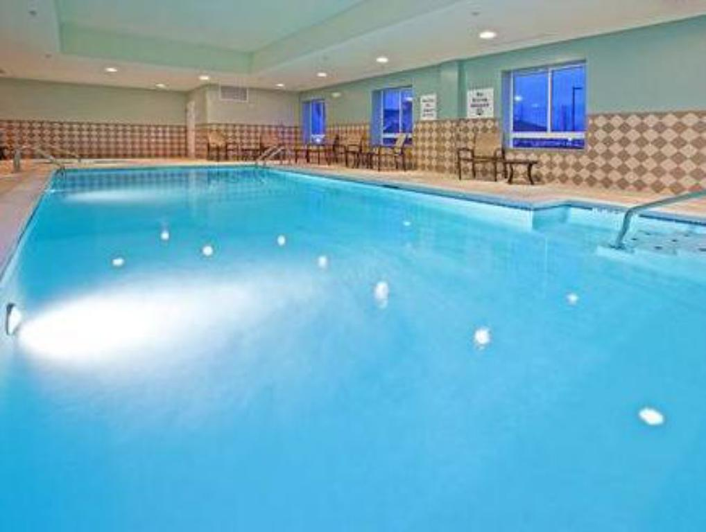 Swimming pool Holiday Inn Express Hotel & Suites Richwood - Cincinnati South