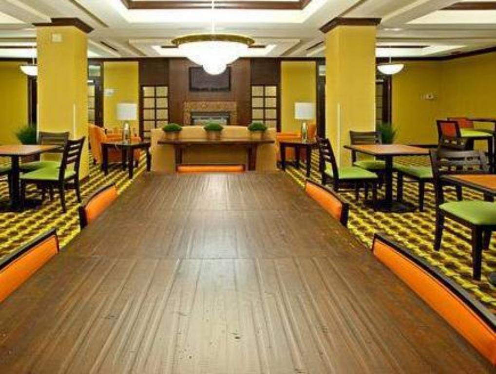 Lobby Holiday Inn Express Hotel & Suites Richwood - Cincinnati South