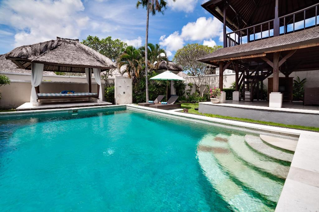 Swimming pool Villa Lily Jimbaran
