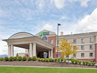 Triple Play Resort Hotel & Suites