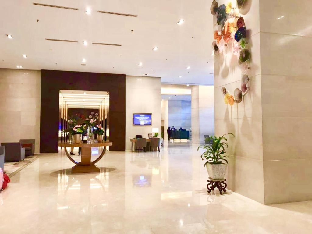 Lobby Baral Service Suites Times Square