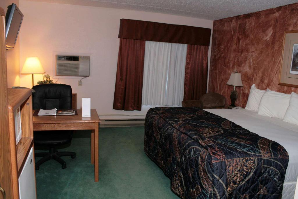 1 King Bed, Non-Smoking - Guestroom Super 8 by Wyndham Rapid City